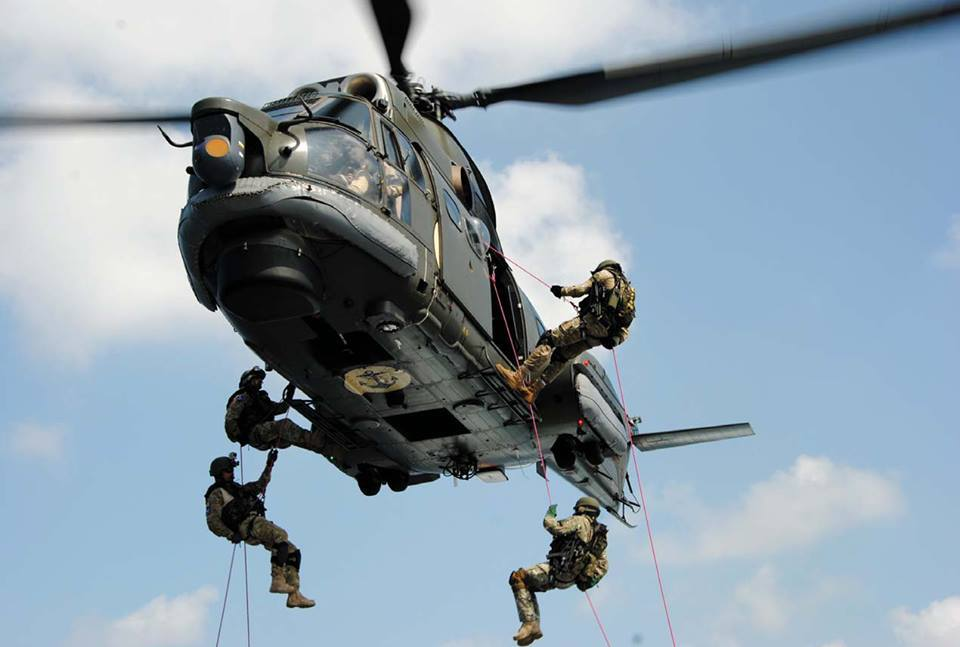 elicopterul puma naval