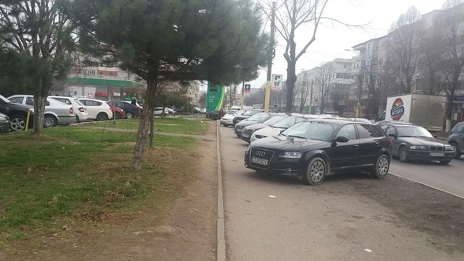 masini pe trotuar